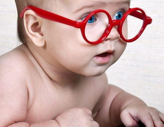 Tři zásadní knížky o mateřství, které se čtou samy