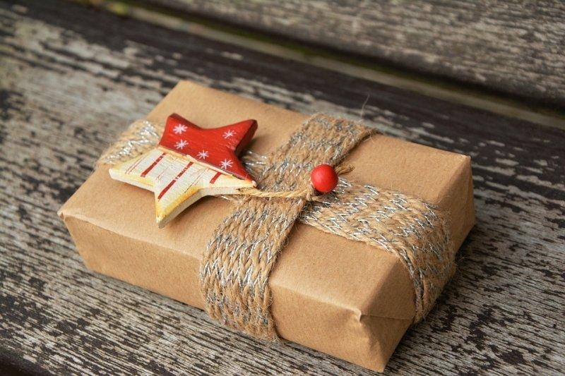 Co s plonkovými dárky, které nikdo nechce?