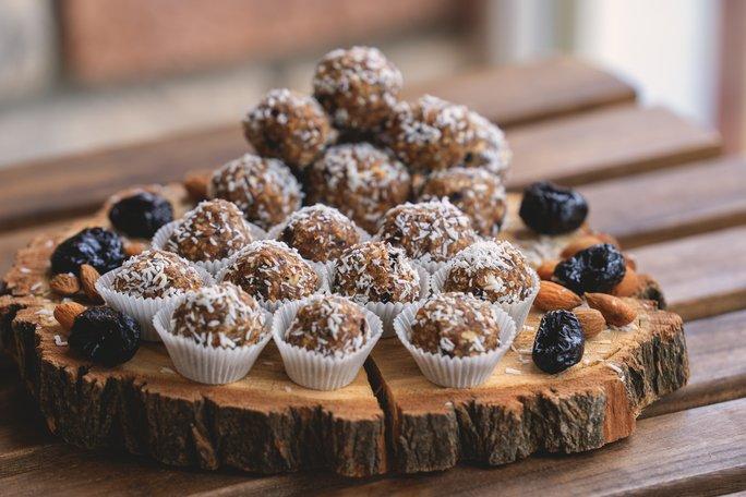 Výborné a zdravé nepečené cukroví. Zdroj: Petrovich Nataliya/ Shutterstock, Inc.