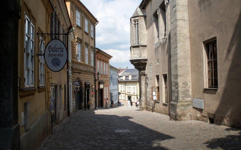 Centrum Kutné Hory je krásné historickými domy a vkusnými krámky se suvenýry.