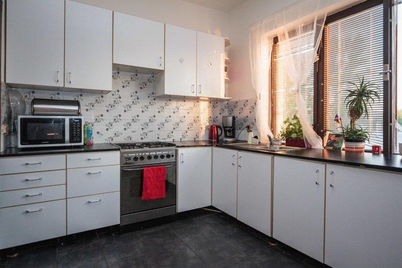 Kuchyně před rekonstrukcí, zdroj: Wüstenrot