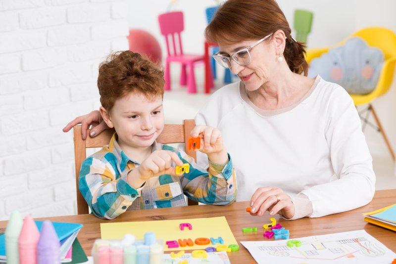 Péče o autistické dítě je náročná. Zdroj: Photographee.eu / Shutterstock, Inc.