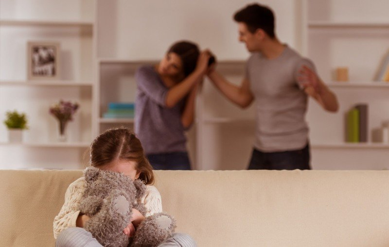 Domácí násilí: Jaké jsou varovné signály a na koho se obrátit?