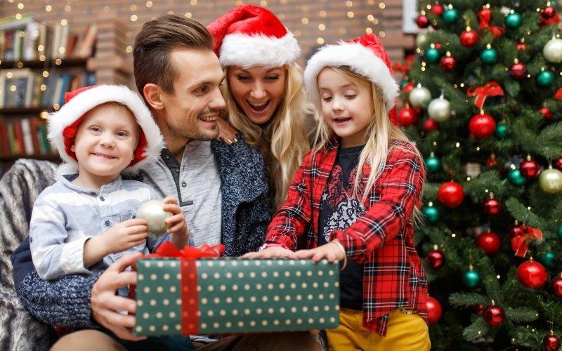 Dejte dětem pod stromeček hračky, které je naučí spoustu  nového. Zdroj: Pressmaster/ Shutterstock, Inc.
