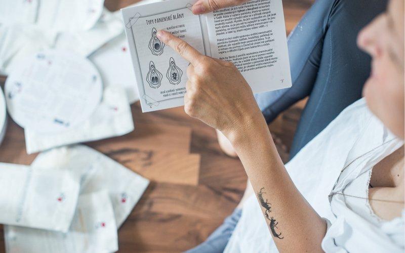 Informace v sadě napsali odborníci čtivou formou pro dospívající dívky.