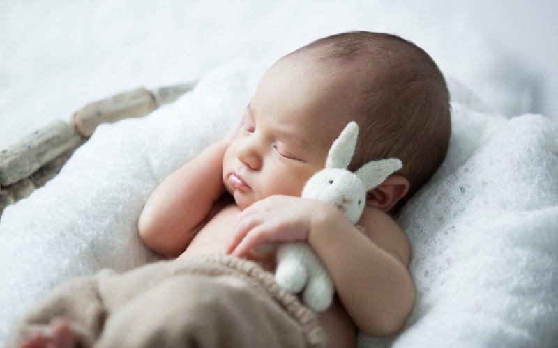 Těhotenství a první hodina po porodu ovlivňují mozek miminka