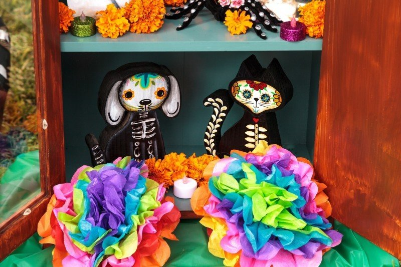 Mexické oslavy Día de los muertos jsou barevné. Zdroj: Profimedia.cz.