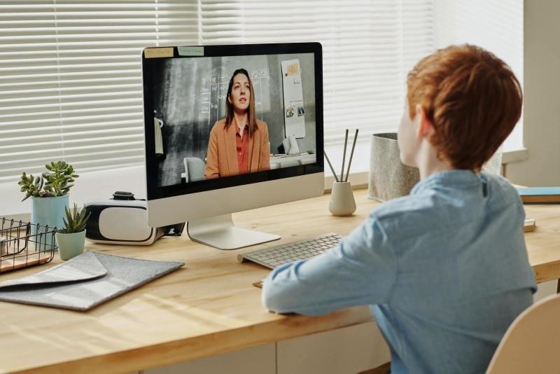 Domov? Domácí kancelář i domácí výuka v jednom. Zdroj: www.pexel.com