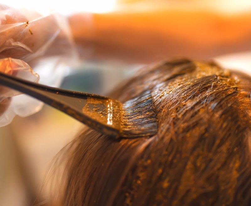 Škodí v těhotenství barvení vlasů a lakování nehtů?