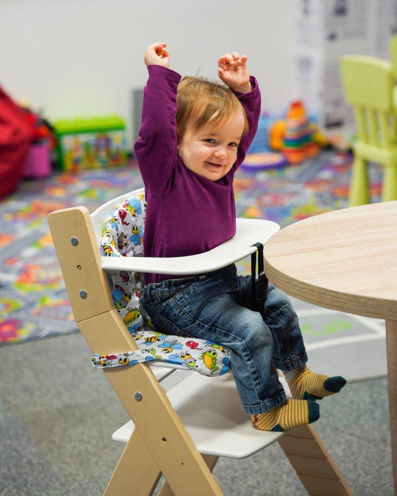 Adélka vyzkoušela rostoucí židličku LUCA. Zdroj: Redakce