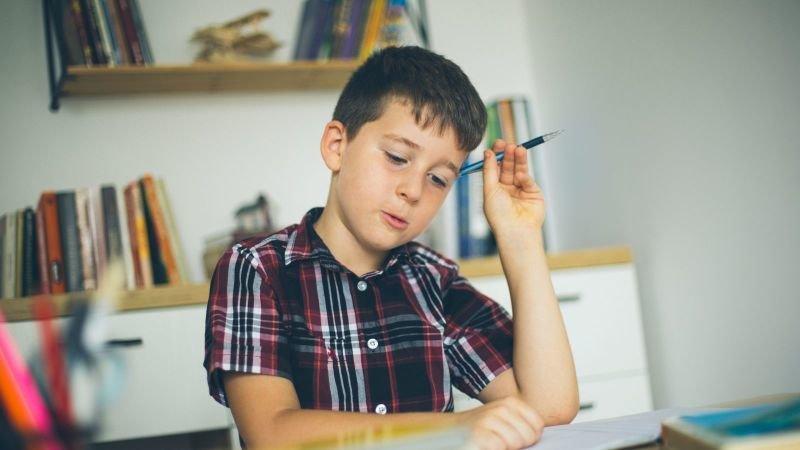 Domácí výuka je pro děti velmi náročná na soustředění. Zdroj: Canva