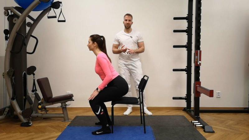 Součástí cvičení je i správné dýchání. Zdroj: MAMACORE.