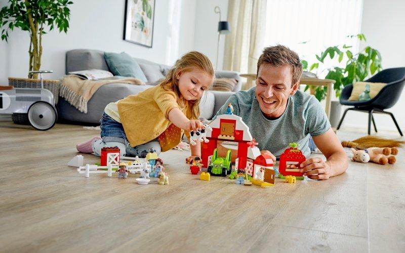 Ve stavebnici LEGO<sup>®</sup> DUPLO<sup>®</sup> čekají stovky příběhů. Objevte je společně!