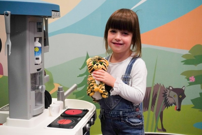 Hračka, která děti baví dlouhé hodiny? Vyzkoušeli jsme elektronickou kuchyňku Smoby