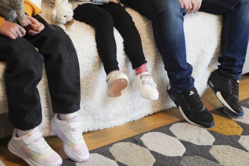 Maruška: dívčí obuv vel. 31, 249 Kč. Meduška: dívčí vycházková obuv vel. 25, 399 Kč. Kuba: chlapecká obuv vel. 37, 449 Kč. Foto: Kristína Havrilčáková.