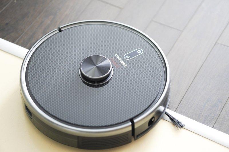 TEST: Zvládne malý robotický vysavač vysát, vytřít i dezinfikovat podlahu?