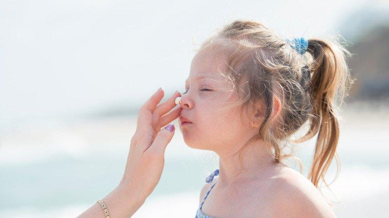 Bezpečné opalování dětí: Jak vybrat správný opalovací krém?