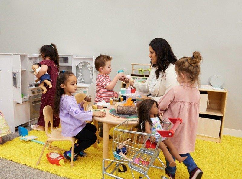Vědci pozorují děti, jak a s čím si nejraději hrají. Zdroj: Fisher-Price.