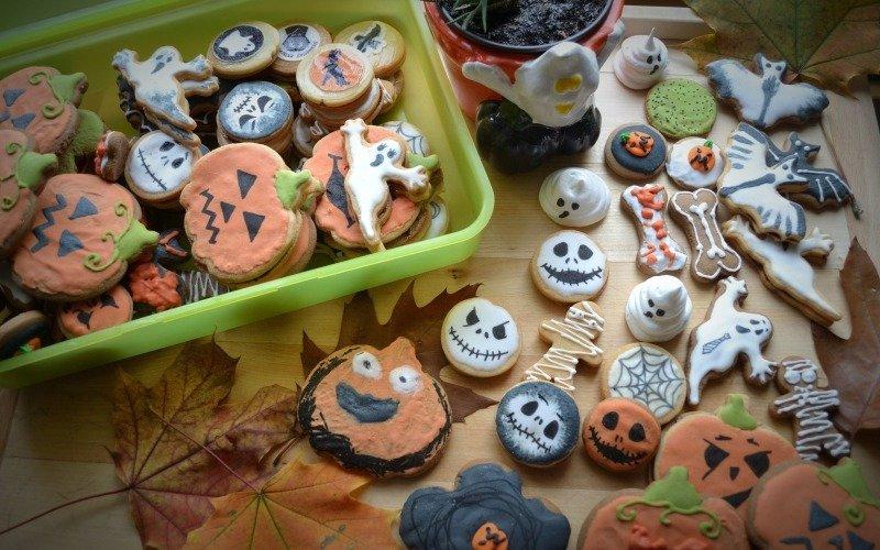 Strašidelné pečení s dětmi: Máme pro vás 11 tipů, jak zdobit cukrovou polevou