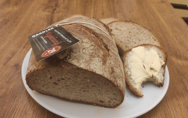 Chléb doporučujeme s kvalitním máslem