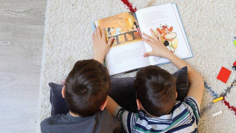 Knížka je vhodná i pro mladší školáky, co si ji přečtou sami.