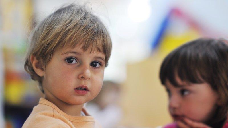 Staronové jesle mají nahradit dětské skupiny. Rodiče i zřizovatelé jsou proti